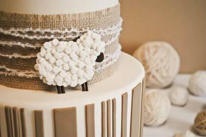 Festa com bolo de bodas de lã