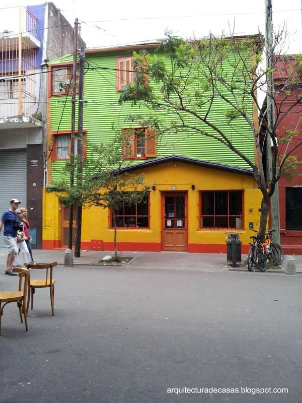 Arquitectura de casas fachadas de colores en caminito for Fachadas de casas de barrio