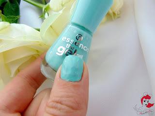 Essence the Gel Nail Polish - 40 play with my mint - Tragebild - www.annitschkasblog.de