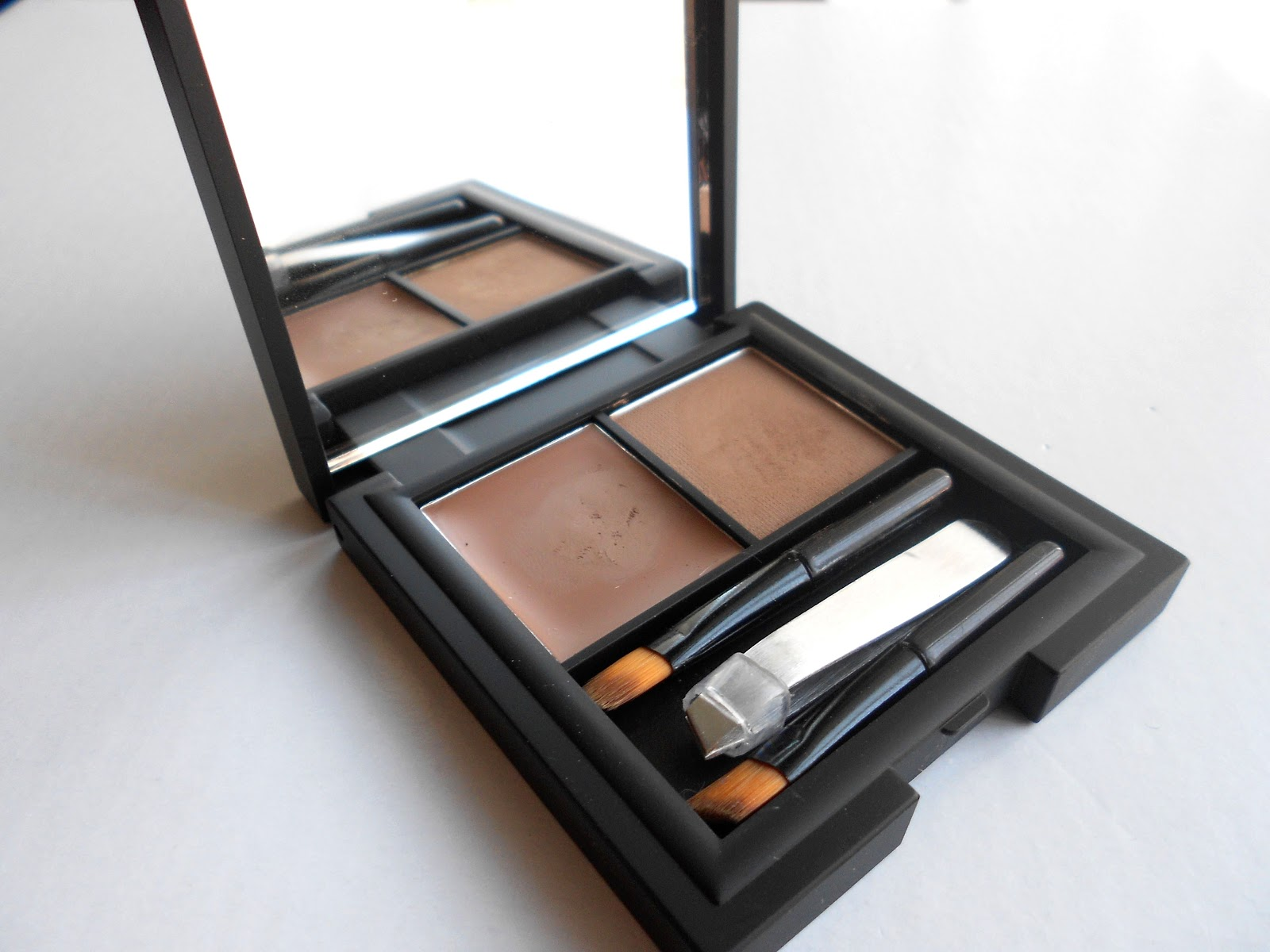 the2BEAUTYBLOGGERS: Sleek Brow Kit Review