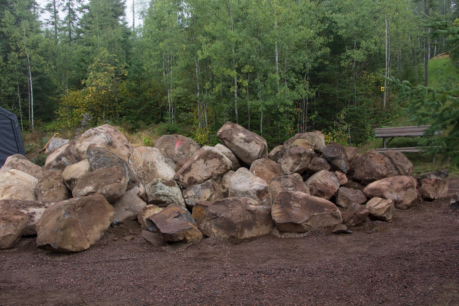 21 awesome large landscaping boulders photos landscape for Large landscape boulders
