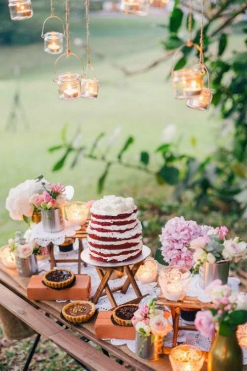 http://de.weddbook.com/entry/2166379/30-rustic-inspired-food-display-ideas-with-tastiest-desserts-weddingomania