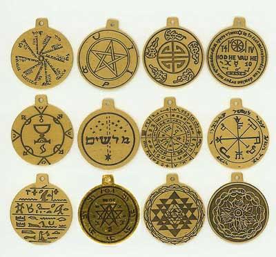 http://4.bp.blogspot.com/-pUvthAYk3NI/Thk9BsAOJ8I/AAAAAAAAAQw/1Dlx95H3LOI/s400/amuletos.jpg