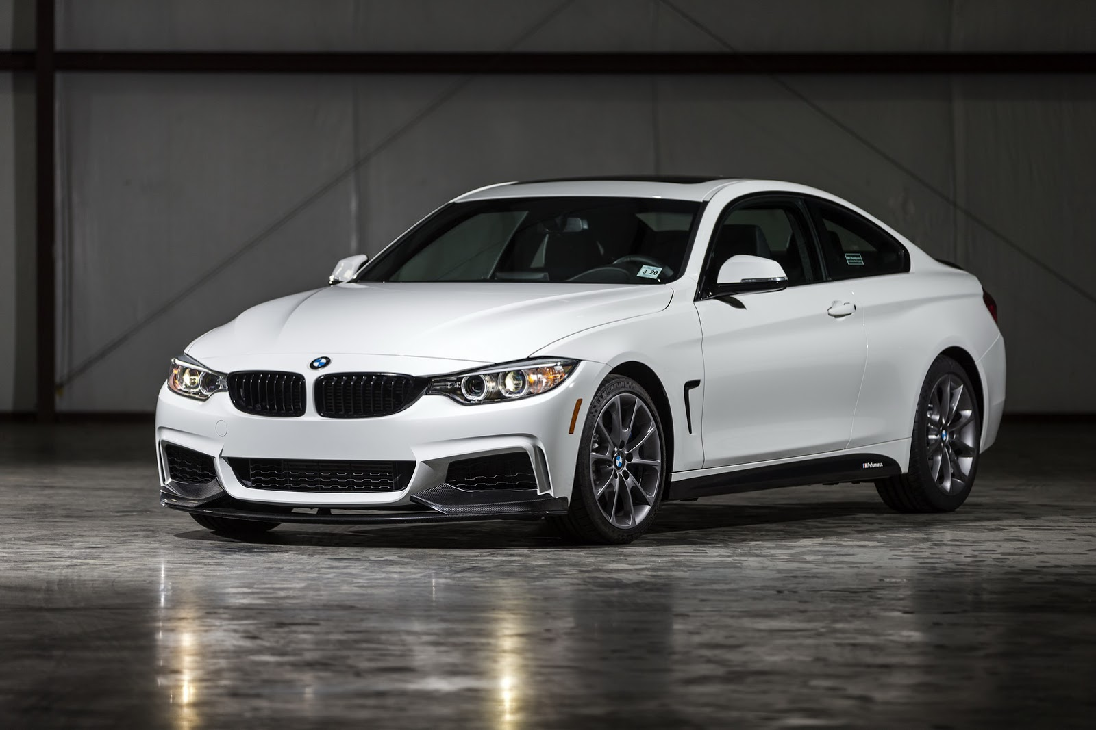 new bmw 435i zhp coupe with 335hp and lsd limited to 100 units carscoops. Black Bedroom Furniture Sets. Home Design Ideas