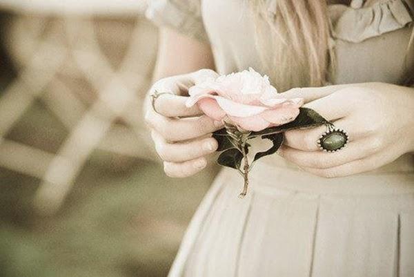 Truyện thơ : Là con gái .....