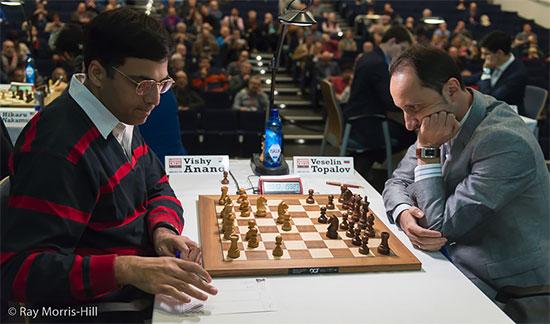 L'ex-champion du monde d'échecs Viswanathan Anand bat Veselin Topalov en finale - Photo © Ray Morris-Hill