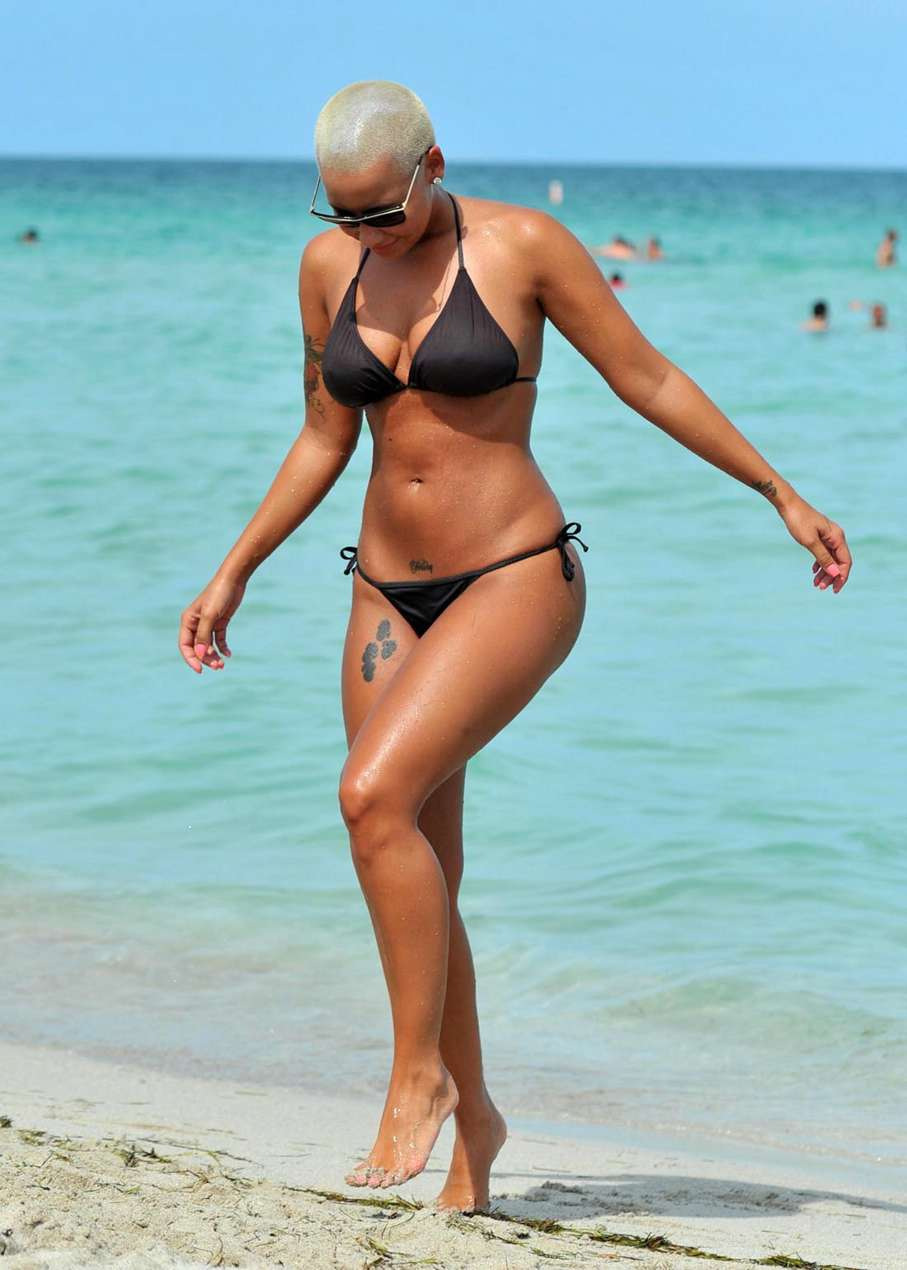Amber Rose shows bootylicious body to the ...