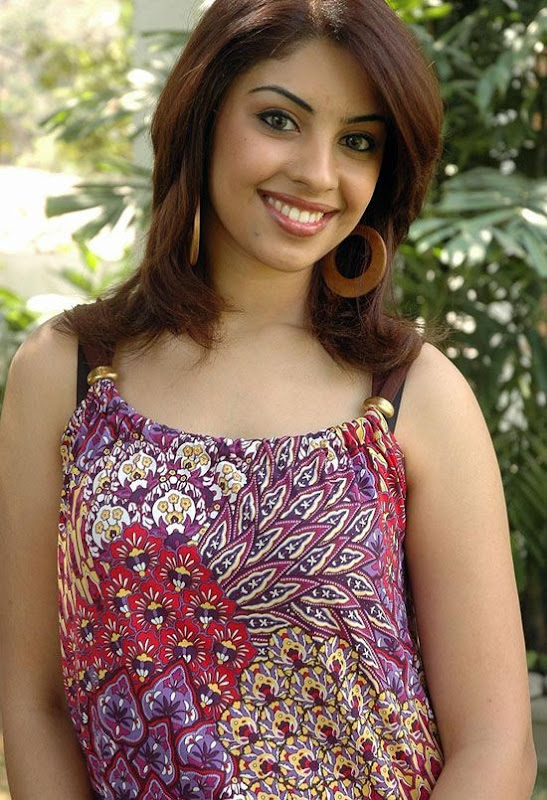 Richa Gangopadhyay Cleavage StillsActress Richa New Hot Stills gallery pictures