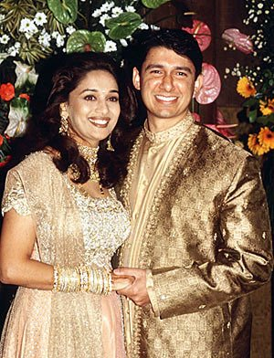Wedding Pictures Of Bollywood Stars http://ashaadi.blogspot.com/2011_06_04_archive.html