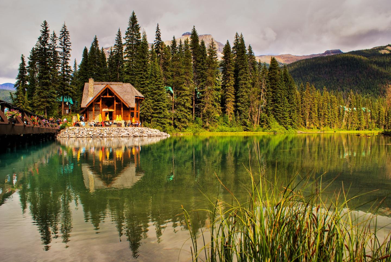 Review: Emerald Lake Lodge, Yoho National Park (Canada ...