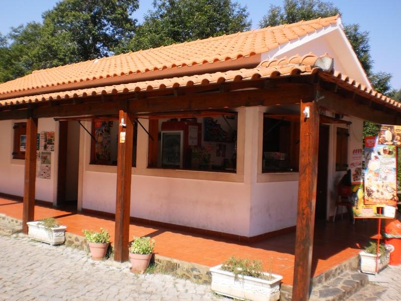Café que explora a Praia Fluvial Ana de Aviz