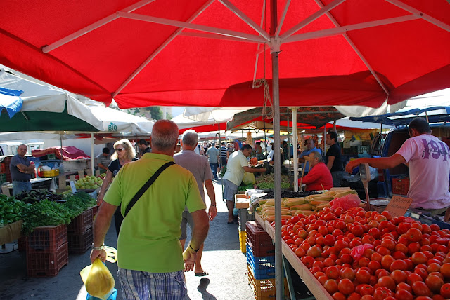 Pateles local market - субботний рынок Иралкиона.