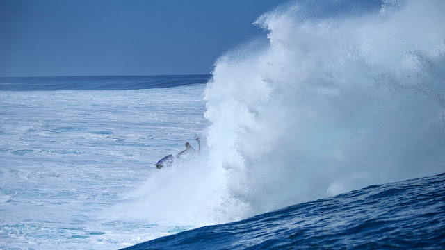 point break 2 le llaman bodhi teahupoo septiembre 2014 Fotos Ted Grambeau poto moto de agua