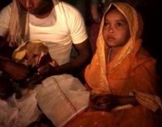 Menina de quatro anos é forçada a se casar com um cachorro para evitar maldição