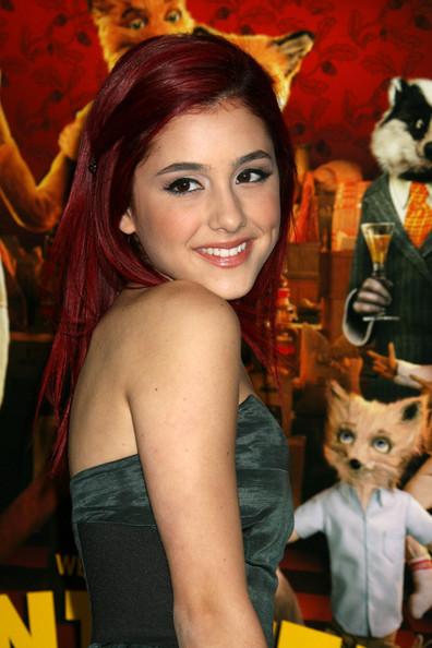 Ariana Grande & Jai Brooks Besándose, Miley Tatuaje de