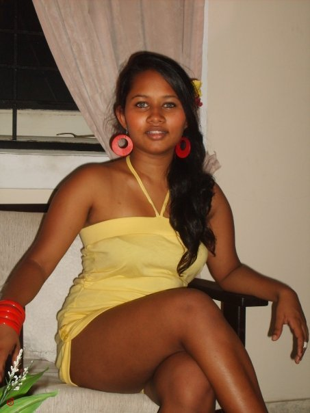 Lankan girls full nude — img 4