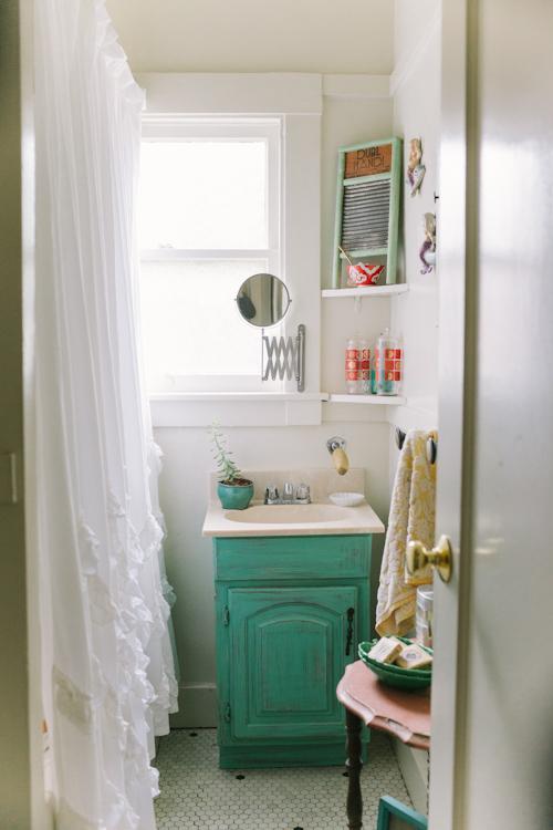 Muebles Baño Vintage:Decorando y Renovando: Restaurando muebles para el baño
