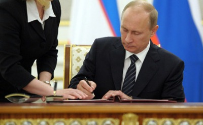Путин подписывает смертный приговор российским детям-сиротам
