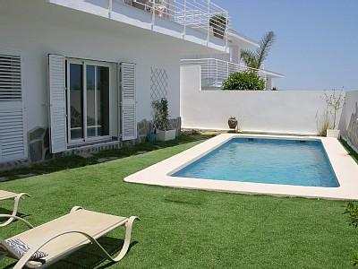 De piscinas planificar una piscina para un espacio reducido for Piscinas para espacios reducidos