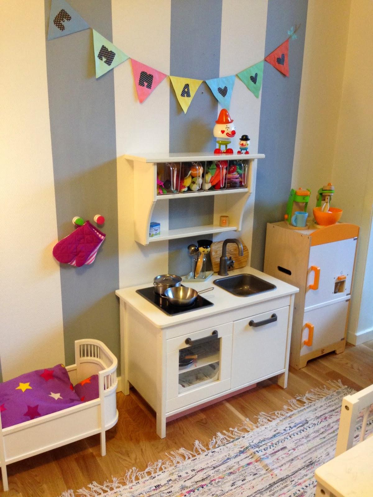fru n hr 39 s krea kaos lille e 39 s store v relse. Black Bedroom Furniture Sets. Home Design Ideas