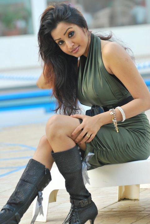 Sri Lankan Hot TV presenter Madhavi Kaushalya