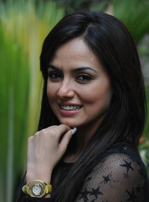 sana khan close up actress pics