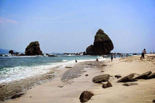 Pantai Pasir Putih Malikan (Papuma)