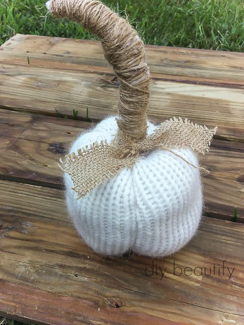 Create these FABULOUS sweater pumpkins for great Fall texture! Get the tutorial at diy beautify!