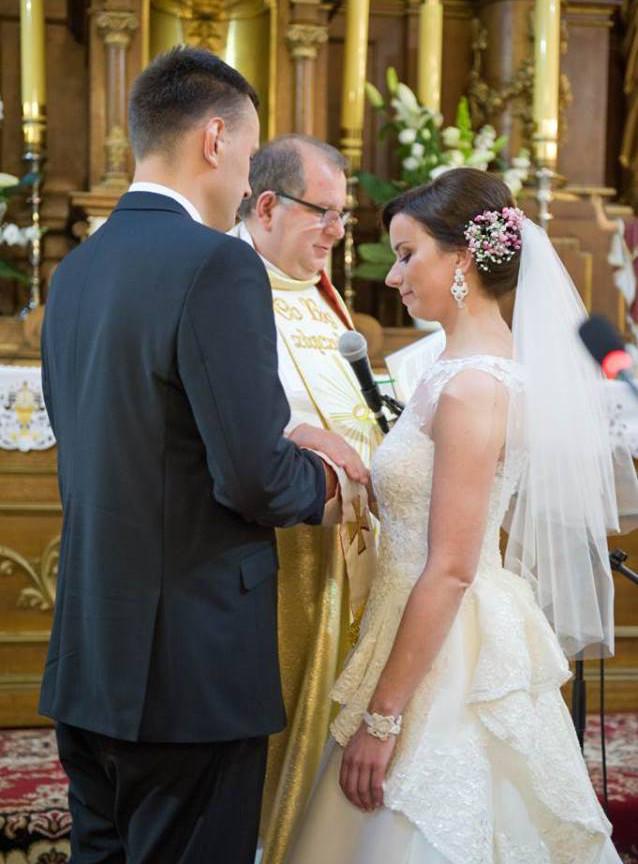 Śmietankowa biżuteria ślubne sutasz