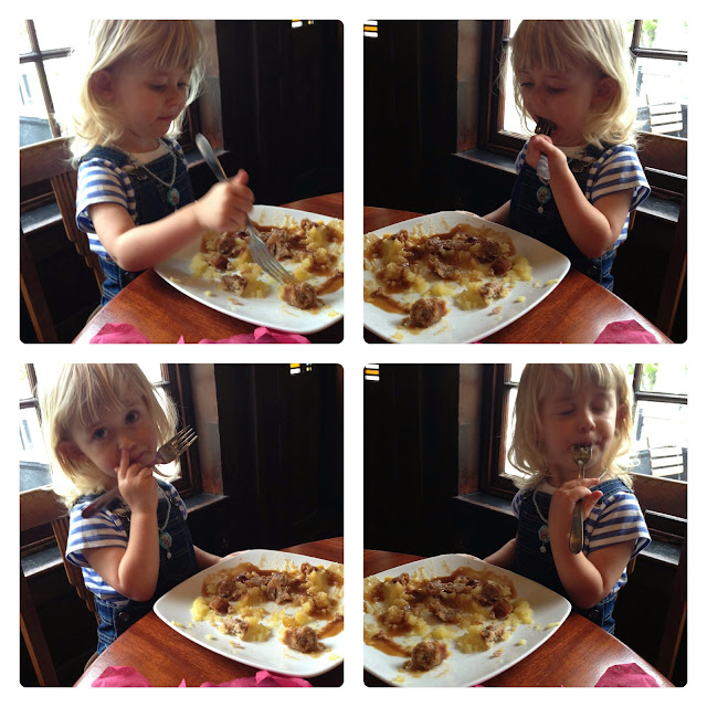 mamasVIb   V. I. BAKE: 5 products that make toddler lunchtimes a little easier - and mess free!   yum box   fun cone   toddler meals   mess free meals   try tidy for kids   ice creme cone holder   little globetrotter bib   kids bib   roll up bib   mamasVIB   sipsnap cup covers   cups for kids   toddler cups   travelling cover for cups   sip snap   yum \ box   bento lunch boxes   lunch box for kids   healthy eating   mamasvib