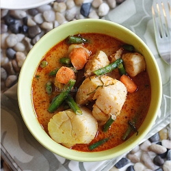 Thai Red Curry Rasa Malaysia recipe with spices with red curry paste and kaffir lime leaf