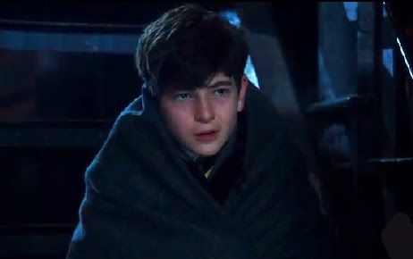 Gotham pilot Bruce Wayne parents murdererd wrapped in blanket photos David Mazouz screencaps