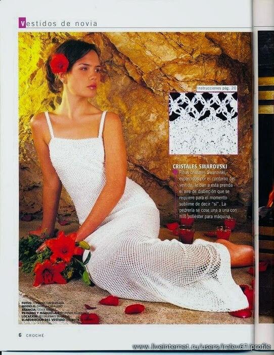 Vestido de novia con breteles en punto bien calado con cristales bordados