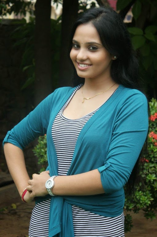 Actress Aarushi Latest Cute Hot Exclusive Spicy Photos Gallery