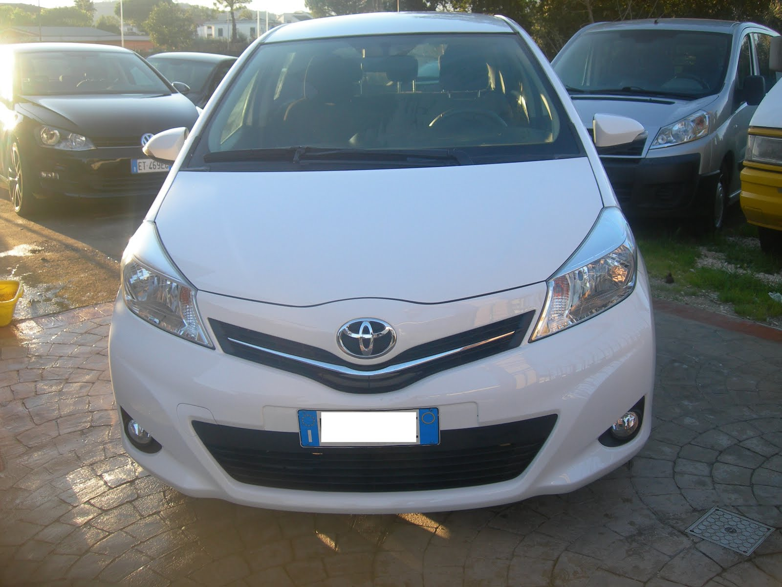 Toyota New Yaris 1.0 Lounge anno 2013 35.000 km  full optional  Prezzo 8.000,00