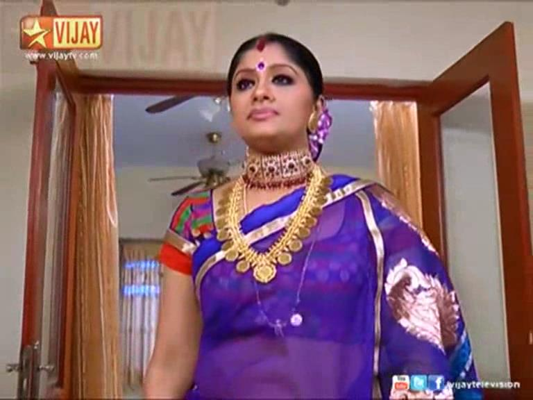 Sudha Chandhran hot navel show in saree - All Pictures HD ...