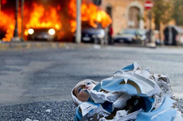 Nossa Senhora de Lourdes, Indignados, Profanação, Vandalismo, Roma