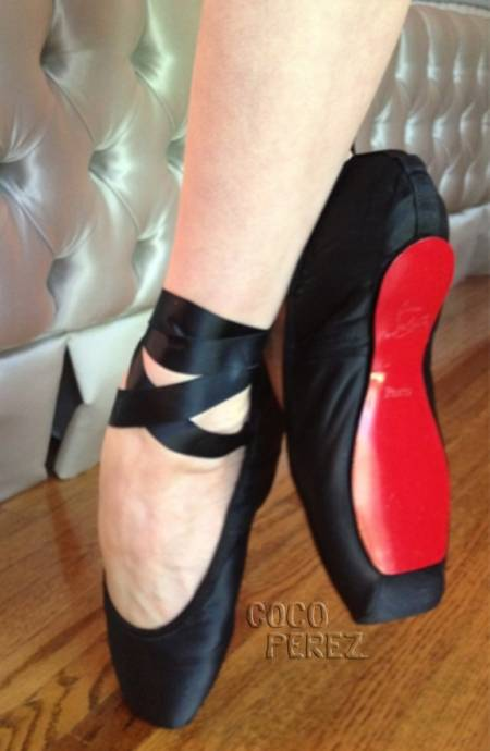 dita-von-teese-christian-louboutin-red-sole-ballet-slippers__oPt.jpg