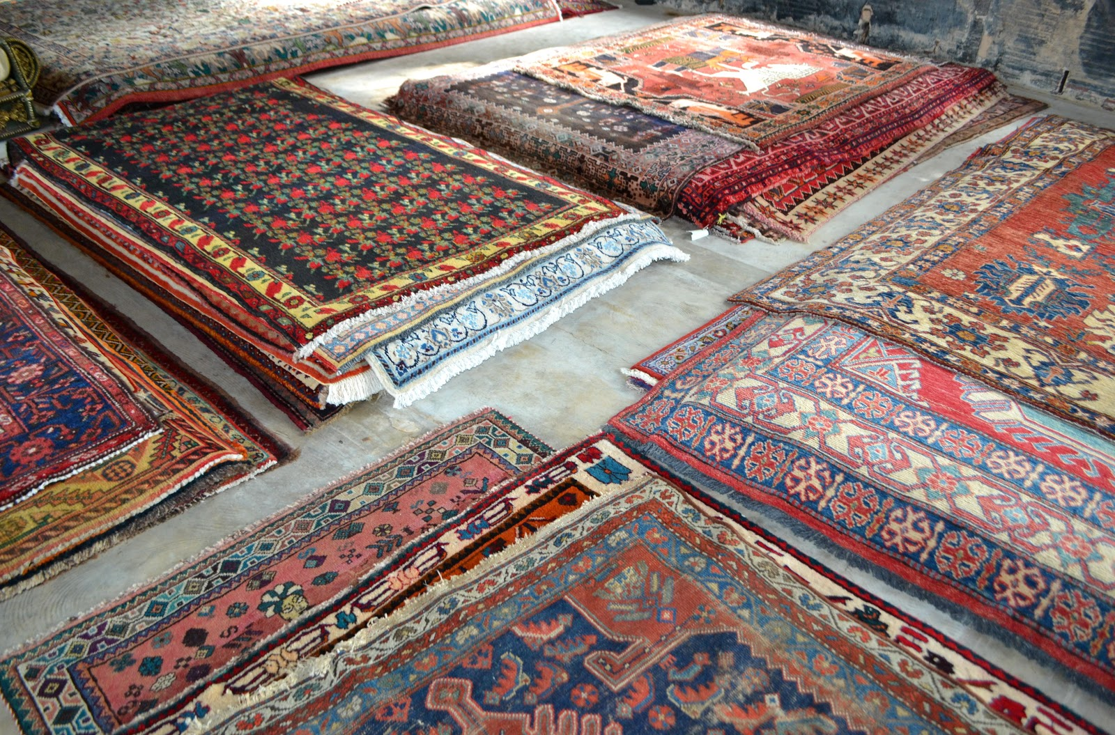 This Fall Carpetbeggers In Reisterstown Maryland Had A Persian Rug There Were Two Warehouses One Filled With Beautiful Rugs And Another Antique