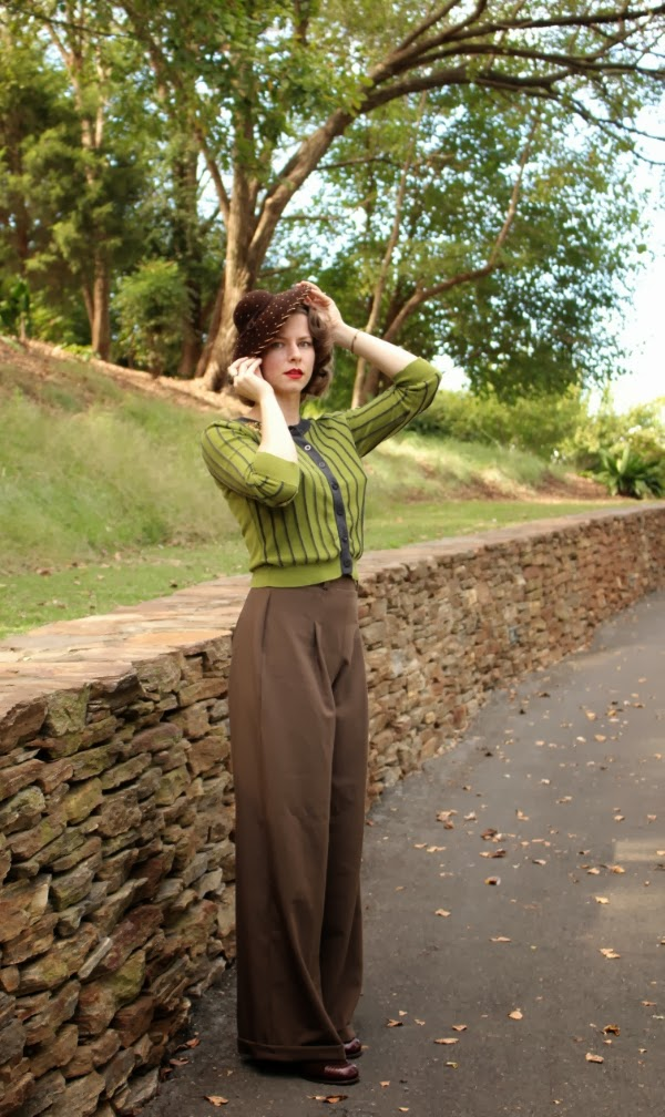 Vintage style for Fall #vintage #fashion #autumn #fall #trousers #hat