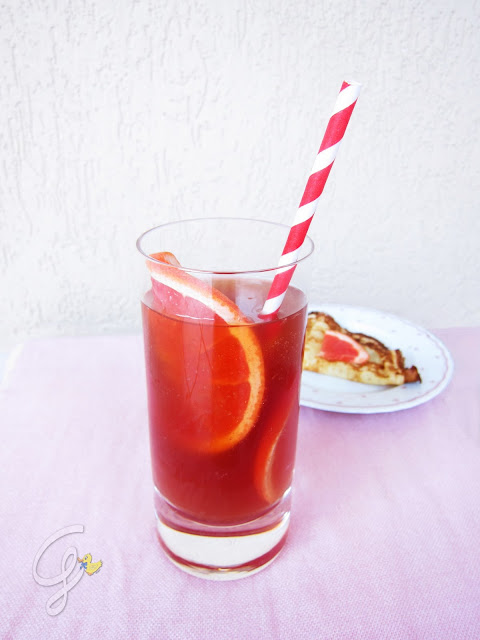 Tè freddo ai frutti rossi e pompelmo rosa