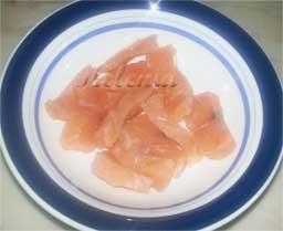 Также можно взять филе соленого лосося