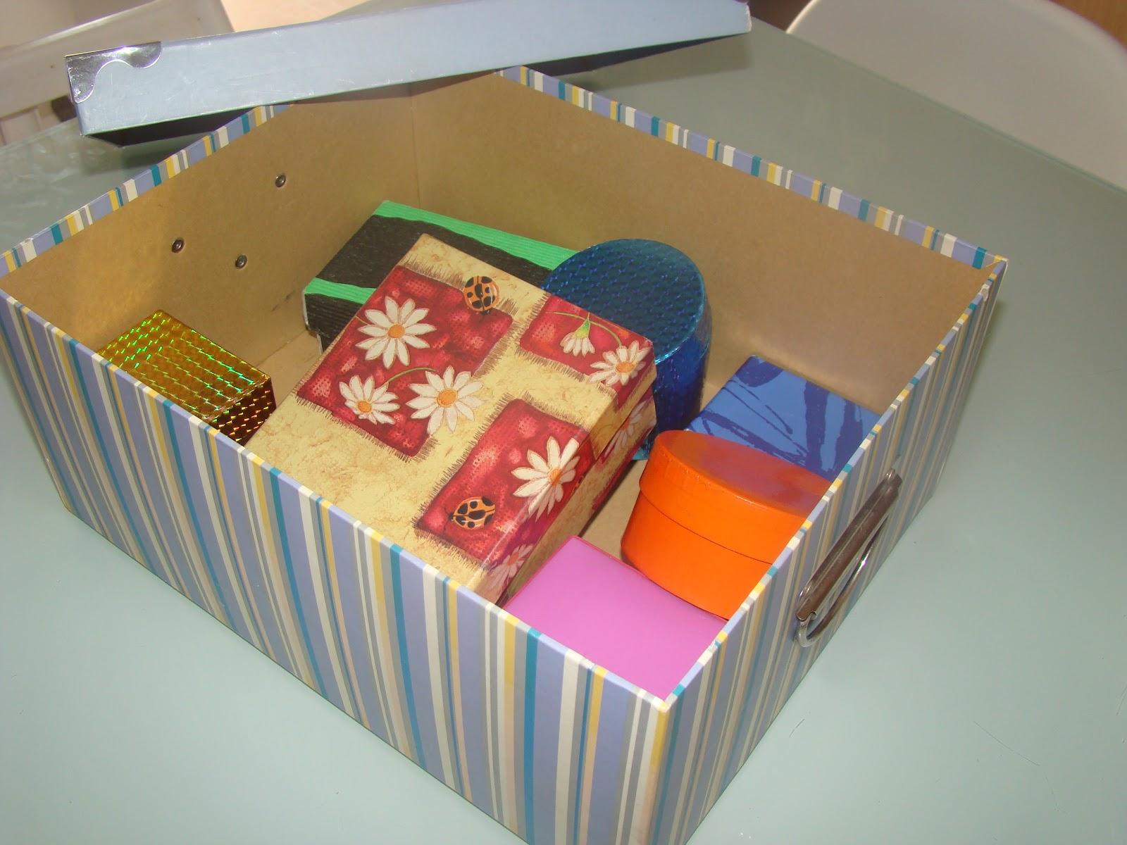 Els nostres moments la capsa de les can ons caja de for Caja almacenaje infantil