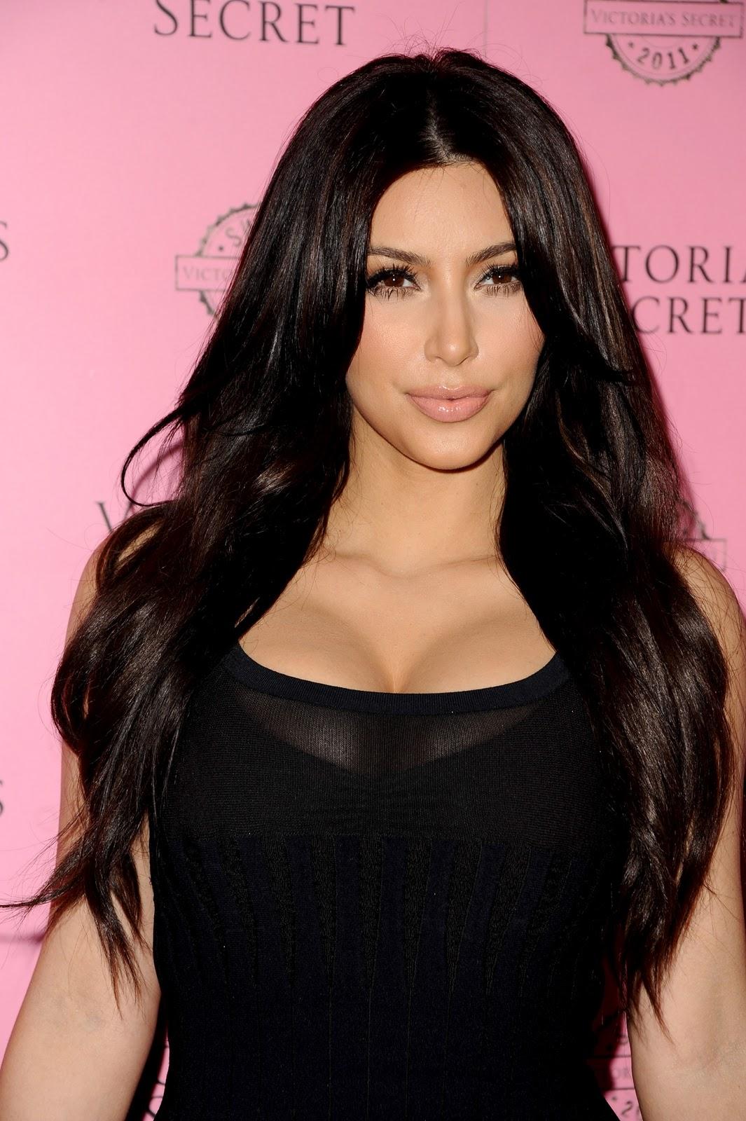 http://4.bp.blogspot.com/-p_VLeVeRJv4/TZXOjUiIJCI/AAAAAAAAAhs/ypaZyXQQJB8/s1600/Kim-Kardashian7.jpg