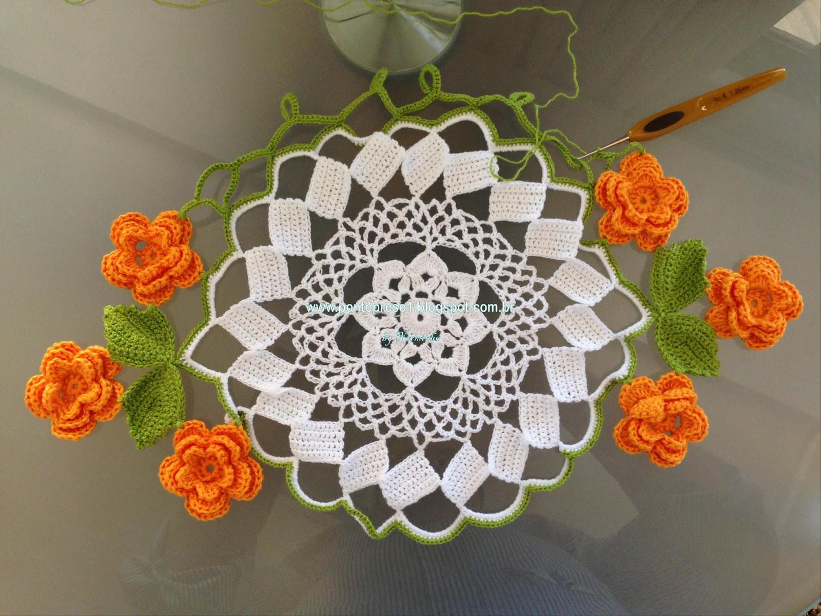 Вязание крючком красивой салфетки с цветами