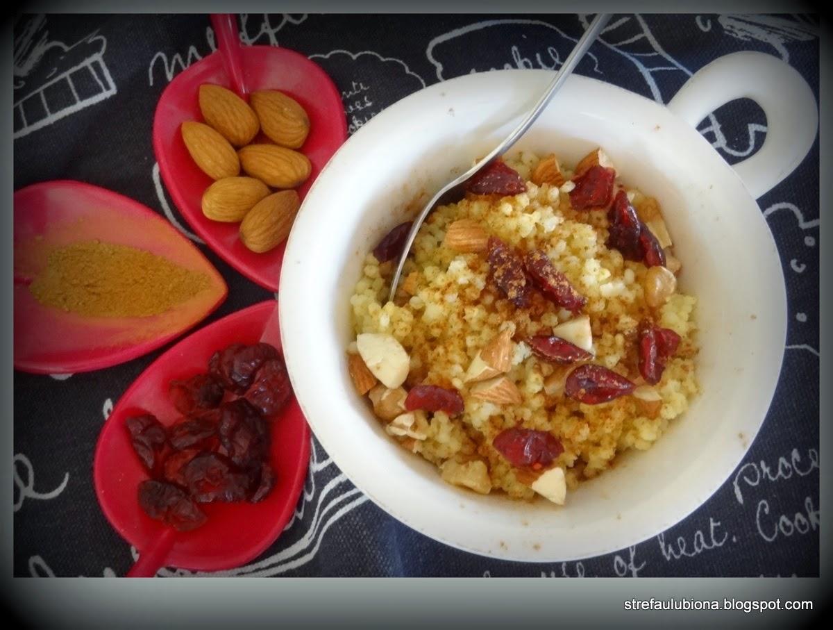http://strefaulubiona.blogspot.com/2014/12/miodowo-bakaliowa-jaglanka.html