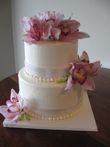 3 Have Your Wedding Cake Decorated With Fresh Flowers Rather Than Made Of Sugar The Cost Can Be Very Costly
