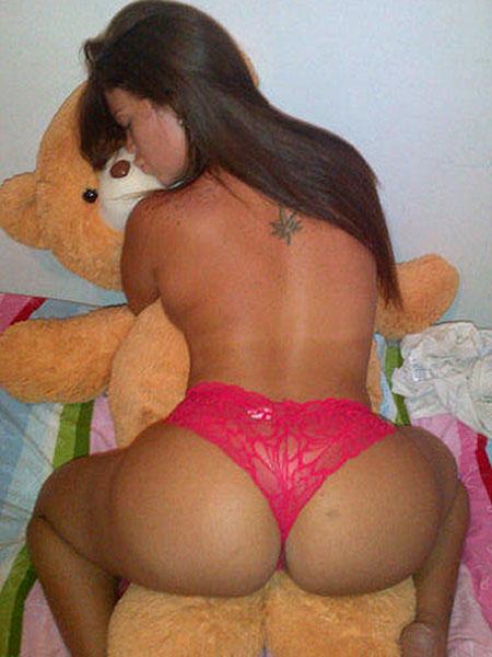 Jennifer Aboul Desnuda Con El Oso Teddy