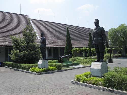 Patung di Halaman Benteng Vredeburg