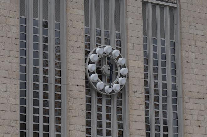 l'horloge de la gare de Chartres